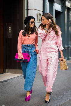 When you think pink — and your friend does too. Image Source: STYLE DU MONDE