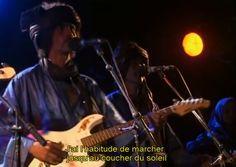 Teshumara, les guitares de la rébellion Touareg (60 mn)  Un très beau documentaire musical sur le groupe phare de la musique touareg : Tinariwen. C'est le rock des Touareg, rencontre entre un BB King acéré et des muezzins survoltés, chants de révolte, d'errance, d'amour, blues nomade popularisé hors des frontières du Mali par le groupe Tinariwen, littéralement, la nouvelle culture touareg.  2006