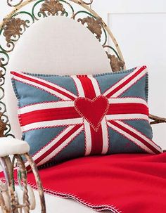 Stitch a Union Jack felt cushion: free sewing pattern An iconic embroidered design, featuring embroidery and appliqué, by Jan Constantine Union Jack Pillow, Union Jack Cushions, Felt Cushion, Felt Pillow, Craft Projects, Sewing Projects, Felt Crafts, Party Crafts, Cushion Covers