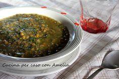 La minestra lenticchie e spinaci è una ricetta vegan, l'accostamento delle lenticchie con gli spinaci la rende ricca di sapore, proteine e sali minerali. Palak Paneer, Amelia, Ethnic Recipes, Food, Essen, Meals, Yemek, Eten