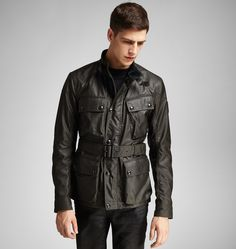 <p>The epitome of Belstaff's legendary ergonomic moto design with a modern slim fit, our Circuitmaster jacket features classic functional details ranging from the slant of a chest pocket to the bellows pockets and adjustable garter cuffs. Sourced from a historic British mill, our signature heavyweight and slightly lustrous waxed cambric cotton offers all day versatility and protection from the elements.  </p><br/> <p>• Velvet-lined collar </p> <p>• Two-way front zips ...