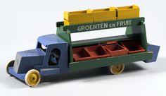 ADO Speelgoed fruit truck toy inspired by De Stijl, designed by Ko Verzuu, Antique Toys, Vintage Toys, Baby Toys, Kids Toys, Children's Toys, Toy Trucks, Wood Toys, Kids Furniture, Retro