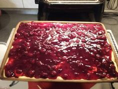 Der Ofenzauberer von Pampered Chef. Rote Grütze Kuchen gebacken im großen Ofenzauberer James. Zauberhafte Leckereien mit Martina Ziehl