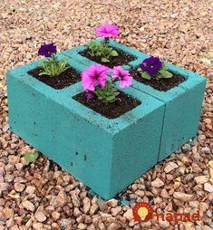 32 Unique Cinder Block Planter Ideas - Unique Balcony & Garden Decoration and Easy DIY Ideas - Cinder Blocks Garden Yard Ideas, Diy Garden, Balcony Garden, Garden Beds, Garden Projects, Garden Art, Garden Design, Indoor Garden, Patio Ideas