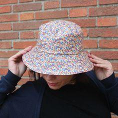 Sombreros - Sombrero impermeable - Flores jean - hecho a mano por LoLahn-Handmade en DaWanda