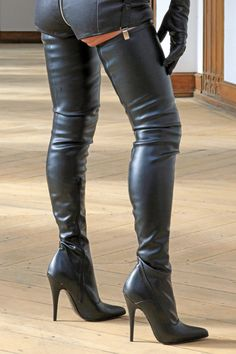 Superlanger Stretchstiefel Eigene Kollektion - MICELI - Made in Italy Absatz: Stiletto-Absatz Höhe: 12,5 cm bei Gr. 39 Farbe: Schwarz Material: Stretchkunstleder / Fussteil...