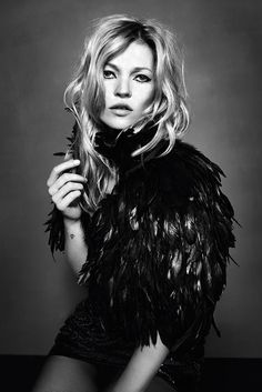 Kate Moss for Topshop Black Feather Cape Ella Moss, Black Queen, Kate Moss Stil, Divas, Look Boho Chic, Feather Cape, Black Feathers, Up Girl, Style Icons
