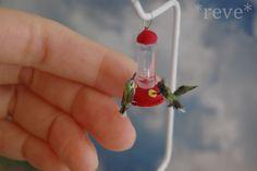 Miniature Hummingbirds * Handmade Sculpture * by ReveMiniatures on DeviantArt Biscuit, Tiny World, Baby Dragon, Miniture Things, Felt Animals, Miniature Dolls, Clay Crafts, Hummingbird, Dollhouse Miniatures