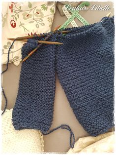 Meinen Ann Cardigan habe ich aus der Drops Andes gestrickt. Habe 7 Knäuel verstrickt. Farbe: Jeansblau 6295 Er ist eigentlich so ähnlich wie der Tweed Cardigan, den ich schon mal gemacht habe. Aber die Wolle macht etwas anderes draus, egal ob der Schnitt gleich ist. :-) Die Andes habe ich auch schon bei dem Cosy Cardigan verstrickt. Ich mag die Struktur der Wolle sehr und finde sie für solche Cardigans passend, auch etwas oversized. Irgendwie bin ich aber da etwas vorsichtig, habe Angst…