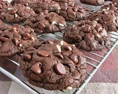Delectably Mine: Death By Chocolate Chip Cookies Just Desserts, Delicious Desserts, Dessert Recipes, Yummy Food, Yummy Cookies, Yummy Treats, Sweet Treats, Homemade Cookies, Double Chocolate Chip Cookies
