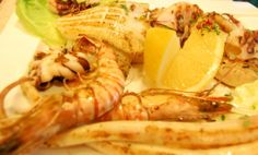 Platou cu fructe de mare și trio de sosuri Shrimp, Seafood, Meat, Sea Food, Seafood Dishes
