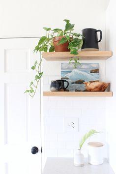 Simple Shelves for a Quiet Corner Corner Sink Kitchen, Cozy Kitchen, Kitchen Shelves, Kitchen Decor, Open Kitchen, Kitchen Ideas, Creative Decor, Creative Home, Kitchen Upgrades