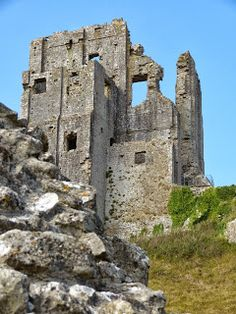Corfe Castle is in the village of the same name near Wareham in Dorset, UK. It was built for William the Conqueror around English Castles, Scottish Castles, Beautiful Ruins, Beautiful Castles, Castle Ruins, Medieval Castle, Abandoned Castles, Abandoned Places, Abandoned Mansions