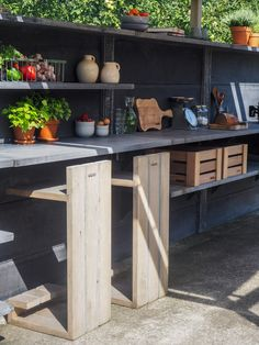 WWOO outdoor kitchen in anthracite with the bar-segment and the WWOO bar stools | www.wwoo.nl