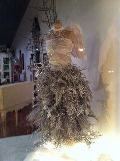 http://suzyhomefaker.blogspot.com/2014/11/dress-form-christmas-tree.html