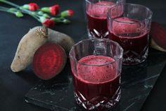 Syrlig rødbedejuice med grape og ingefær Alcoholic Drinks, Juice, Food, Essen, Liquor Drinks, Juices, Meals, Juicing, Alcoholic Beverages