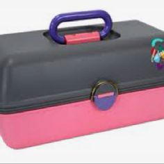 Caboodles kit was part of my growing up years as a little girl. I remember my mom buying me Caboodles for my hair accessories and Barbie clothes and shoes. Everything was organized and fun! Childhood Toys, Childhood Memories, School Fun, Old School, Oldies But Goodies, Daily Beauty, Ol Days, Slumber Parties, 90s Kids