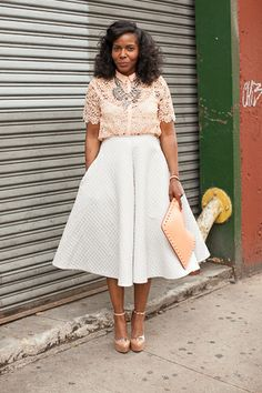 A flared A-line skirt yields 50s fabulousness. #streetstyle #inlove