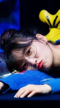 Momo Twice Nayeon, Kpop Girl Groups, Korean Girl Groups, Kpop Girls, Bts Twice, Twice Kpop, K Pop, Twice Momo Wallpaper, Rapper