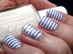 Une marinière sur mes ongles avec... Essie, A England & Cheeky