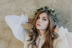 Winter wedding flower crown // Megan Duffield Photography // The Natural Wedding Company September Wedding Flowers, Country Wedding Flowers, Neutral Wedding Flowers, Vintage Wedding Flowers, Cheap Wedding Flowers, Spring Wedding Flowers, Flower Crown Wedding, Flower Crowns, Bridesmaid Flowers
