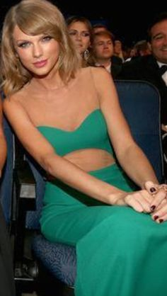 Taylor's Pretty pretty dress