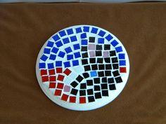 Participation Elora Tesnier #Enfant    Bonjour,    Voici la réalisation d'Elora (mosaïque en pâte de verre, sur un support en médium), 13 ans 1/2, qui a décidée de mettre SNOW, le lapinou de la maison à table, pour la fête des Mamans, et oui, c'est un peu le 5 éme enfant, avec le chien Eclair (le 4 éme) et les gerbilles Pain d'épice et Souriceau. La prochaine fois, ce sera leur tour !    A bientôt !