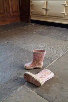 Salvo New-Repro-Replica : Replica Blue Lias Flagstones Country Hallway, Kitchen Flooring, Farmhouse Flooring, Tile Flooring, Flooring Ideas, Ridge Tiles, Inglenook Fireplace, Fireplaces, Coping Stone