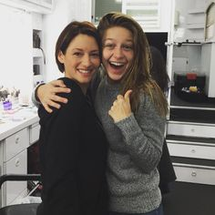 """#Supergirl PREMIERES TONIGHT! First day of pilot! @chy_leigh @melissabenoist…"