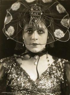 Publicity still of Valeska Suratt for the Fox production 'The New York Peacock', 1917.