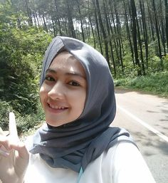 Some beatiful paths can't be disvoveres without getting lost ~ Erol Ozan • • • Cr: @syun.azhar • Follow agar kalian tidak melewatkan foto terbaru • #ciwiciwi #ciwi #cantikalami #cantiknyaberhijab #ciwiciwiind #cantik #ciwiciwiind #pendakicantik #p #perempuanindonesia #perempuan #wanitamuslimah #wanita #wanitacantik #w