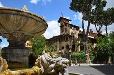 Das Quartiere Coppedé oder nennen wir es, das versteckte #Rom. Dieses Viertel hat 18 Palazzi und einige Villen, die architektonisch im Stil des Barock und Jugenstil erbaut wurden. Ein bisschen Mittelalter spielt auch mit rein. Für Dario Argento, der Urvater der italienischen Horrorfilme, hat hier seine Filmkulisse gefunden.