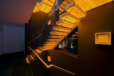 Cantilever staircase with illumination / Kragarmtreppe mit transluzenten Stufen aus Holz / Консольная лестница из дуба с подсветкой Stairs, Home Decor, Stair Treads, Hand Railing, Stairway, Decoration Home, Room Decor, Staircases, Home Interior Design