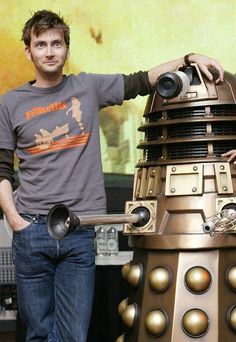 Love everything about this photo including the fact that David is wearing a Fratellis t-shirt. DR Who multicitymovies.com