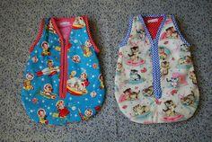 Draagzakje Slofjes Slaapzakje Voor de echte poppenmoeders die hun poppenkinders warm in willen stoppen. Slabbetje