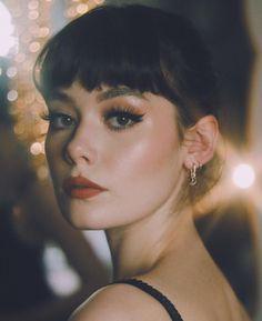 Professional make-up in 1 course). Take a look at the OFFER: - . - Professional make-up in 1 course). Take a look at the OFFER: - Makeup Trends, Makeup Inspo, Makeup Inspiration, Makeup Tips, Makeup Ideas, Fox Makeup, Scary Makeup, Make Up Tutorial Eyeshadows, Make Up Tutorial Contouring