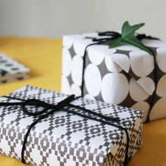 free b+w printable wrapping paper