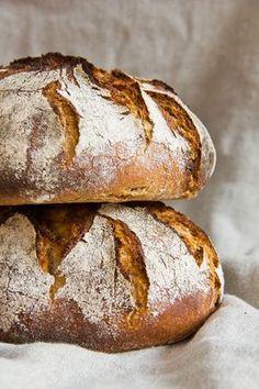 ღღ Rustikales Bauernbrot German bread - that's what real good bread looks like. Bread Bun, Pan Bread, Bread Baking, Pain Artisanal, Law Carb, Bread Recipes, Cooking Recipes, German Bread, Rustic Bread