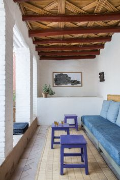 This gorgeous colorful Moroccan home is located in the beautiful town of Taroudant and belongs to landscape architects Arnaud Maurières and Eric Ossart. Rustic Outdoor Spaces, Outdoor Living, Outdoor Decor, Outdoor Furniture, Indoor Outdoor, Home Interior, Interior And Exterior, Interior Design, Interior Styling