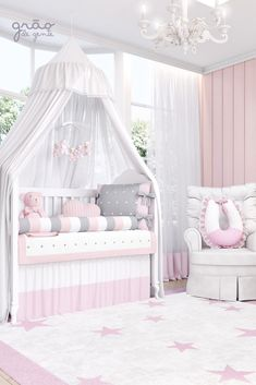 Defining the style of the baby's room: classic x modern, is one of the first steps to start planning the decoration. Baby Bedroom, Nursery Room, Girls Bedroom, Baby Room Design, Crib Bedding Sets, Baby Furniture, Girl Room, Cribs, Safe Harbor