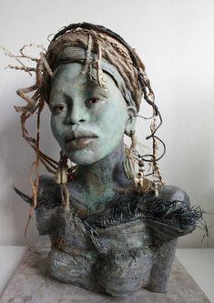 Lilian Wessels - Marjani - Koraal African Sculptures, Sculptures Céramiques, Ceramic Sculptures, Ceramic Sculpture Figurative, Figurative Art, Ceramic Figures, Ceramic Art, Ceramic Bowls, Sculpture Head