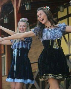 Oktoberfest Outfit, German Girls, German Women, Beer Maid, Dress Skirt, Dress Up, Dirndl Dress, Beer Girl, Beer Festival