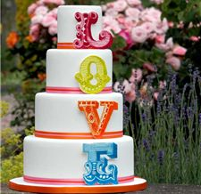 Gorgeous Cakes :: Specialising in creating wedding cakes with a slice of originality.
