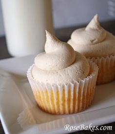 Caramel Filled Cupcakes with Whipped Caramel Frosting {Recipe! Find out how to make the most LIGHT and AIRY and DELICIOUS Whipped Frosting, Caramel Frosting, Cupcake Frosting, Cupcake Cookies, Caramel Cupcakes, Cream Frosting, Whipped Cream, Frosting Recipes, Cupcake Recipes