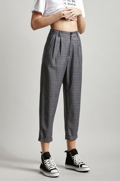 casual fashion,everyday wear,casual outfits,everyday fashion, casualworkoutfit is part of Peg pants - 80s Fashion, Fashion Pants, Look Fashion, Fashion Outfits, Fashion Trends, Fasion, Baggy Pants Outfit, Cuffed Pants, 90s Pants