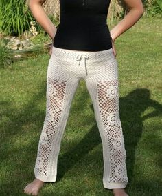 Crochet Patterns Pants I love the pattern of these crochet pants. They are sold through Dawanda. Crochet Skirts, Crochet Yarn, Crochet Clothes, Skirt Pants, Trouser Pants, Shorts, Harem Pants, Crochet Pants Pattern, Crochet Patterns