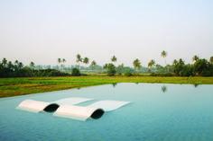 Im coolen Infinity Pool relaxen und den Blick über grüne Reisfelder und schlanke Palmen schweifen lassen – so sieht Urlaub im 5-Sterne Hotel Alila Diwa Goa aus. Das schicke Haus ist im Süden Goas, an der Westküste Indiens, und wurde schon als 'Best New Hotel in India' ausgezeichnet.  http://www.lastminute.de/reisen/598-78458-hotel-alila-diwa-goa-majorda-beach-goa/