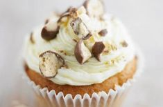 An irresistible combination of cake, buttercream and crunchy Maltesers. You'll definitely need to hide Lorraine Pascale's Maltesers cupcakes from kids! Baking Cupcakes, Yummy Cupcakes, Cupcake Recipes, Cupcake Cakes, Cup Cakes, Baby Cakes, Steak And Ale, Small Cake, Cake