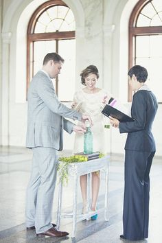 Real Wedding: Jennifer and Andrew's Courthouse Elopement | Intimate Weddings - Small Wedding Blog - DIY Wedding Ideas for Small and Intimate Weddings - Real Small Weddings