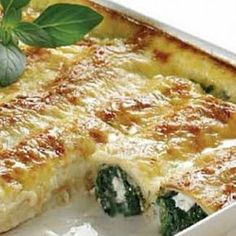 Crepes with spinach and ricotta Entree Recipes, Cookbook Recipes, Vegetarian Recipes, Cooking Recipes, Greek Appetizers, Crepes And Waffles, Pancakes, Greek Dishes, Main Dishes